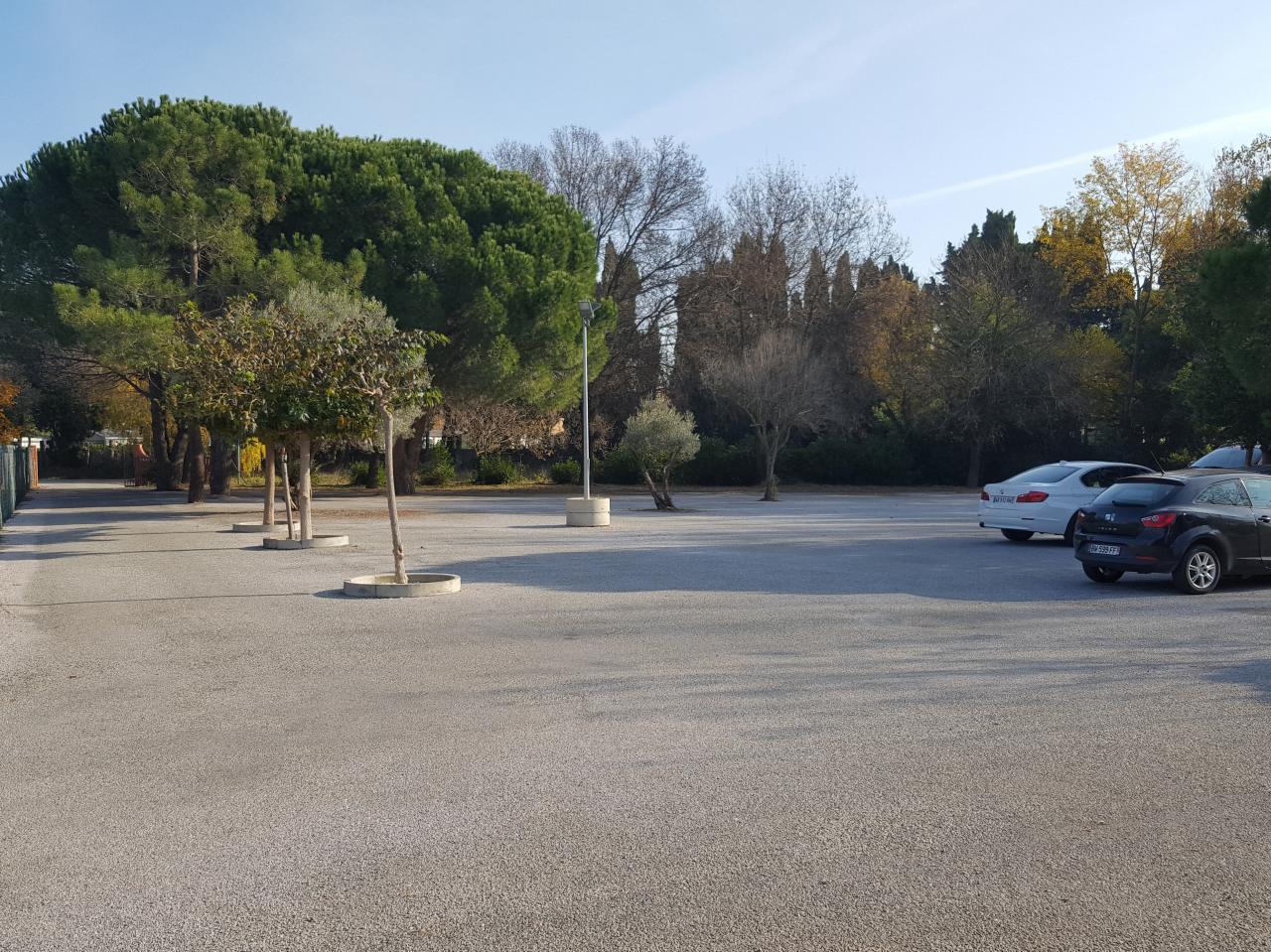 Grand parking gratuit